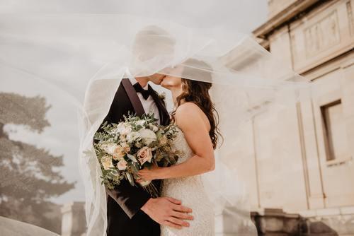 Klä bruden i nytt under, gammalt över