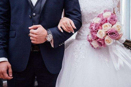Så fixar du att bygga och planera bröllop samtidigt